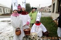 Na sousedskou koledu vyrazily do Lučic za tři krále Ema, Tereza a Monika s hudebním doprovodem Ladou a Eliškou.