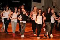 Reprezentační ples hradeckého Centra Sion - loučení s žáky 9. třídy ZŠ v Adalbertinu.