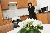Gabriela Míchalová v chráněném bydlení, které získala díky projektu společnosti SKOK do života.