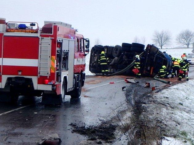 Havárie cisterny u obce Lokot.