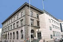 Landsbanki patří mezi islandské peněžní ústavy, které zkrachovaly a srazily tamní měnu na kolena.