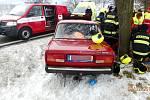 Osudná havárie osobního automobilu mezi Rybnou nad Zdobnicí a Vamberkem.