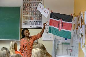 Žáci se učili od studentů z Nikaraguy či Zambie.