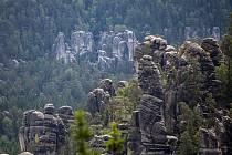 Krásu skalního města si nejlépe užijete, když budete mezi pískovci sami.