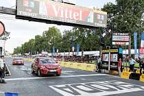 O víkendu přivedl maskovaný Kodiaq vyrobený v Kvasinách závodníky do cíle Tour de France. Bez maskování jej lidé spatří již za několik týdnů.