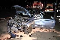 Dopravní nehoda osobního automobilu a kamionu v Brněnské ulici v Hradci Králové.