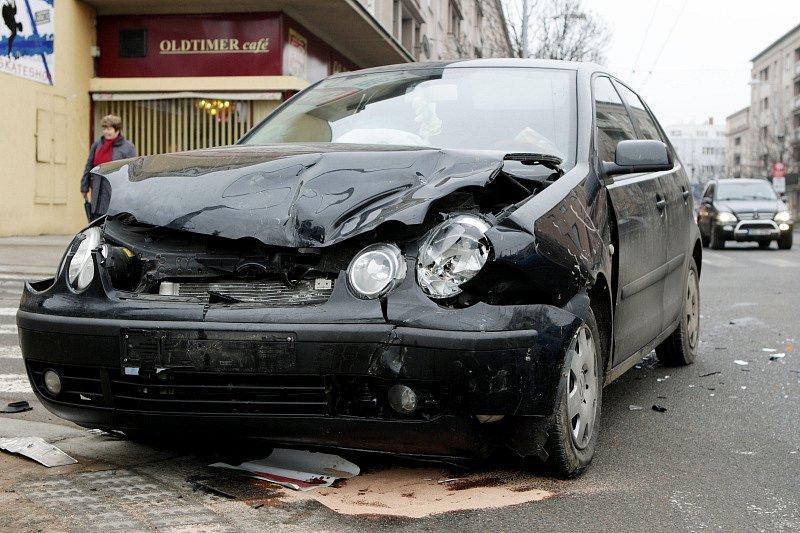 Dobravní nehoda na Gočárově třídě  v Hradci Králové.