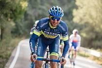 Ve Španělsku najížděli tréninkové kilometry cyklisté hradeckého týmu včetně Jana Bárty. Sotva co pak vstoupili do závodního kalendáře, sezona byla kvůli koronaviru přerušena.