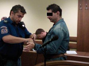 OBŽALOVANÝ tvrdí, že příbuzní si obvinění vymysleli.
