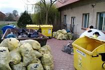 Ukliďme Česko - obyvatelé Librantic v akci.