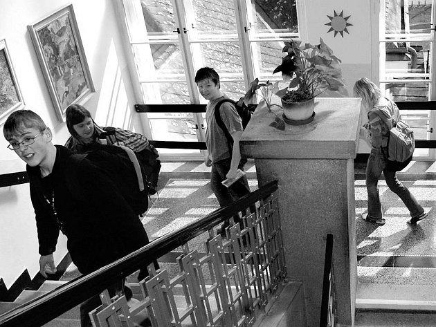 Škola v Plotištích nad Labem