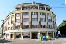 Sochy na někdejší pojišťovně v hradecké Divišově ulici.