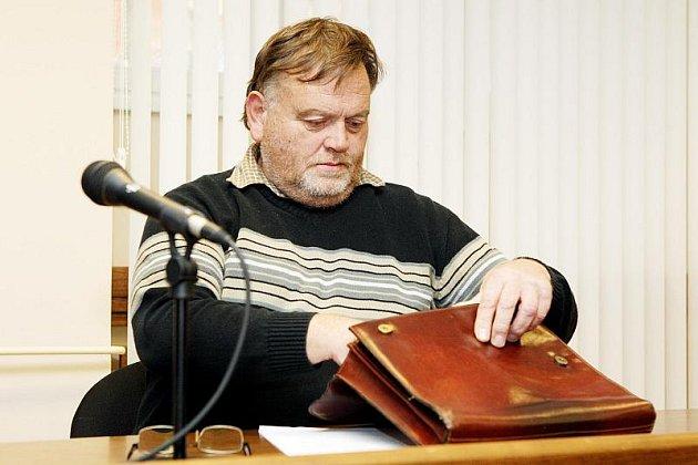 U Krajského soudu v Hradci Králové začalo hlavní líčení s Vladimírem Grygarem, kterého obžaloba viní z dotačního podvodu při výrobě varhan pro hradeckou filharmonii.
