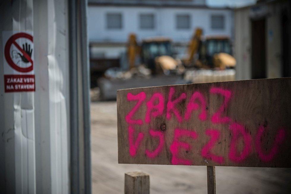 Počátek stavby Penny Marketu na Slezském Předměstí v Hradci Králové.