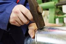 Soutěž odborných dovedností pro region Čechy v oborech klempíř, tesař a pokrývač.