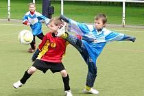 Z finálového turnaje Mc Donald cupu základních škol hradeckého okresu, kde byly  na umělé  trávě Všesportovního stadionu k vidění zajímavé momenty v podání mladých fotbalových nadějí.