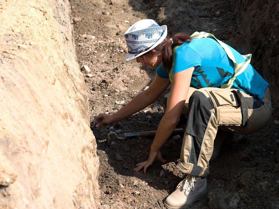 Archeologové při práci na Velkém náměstí.