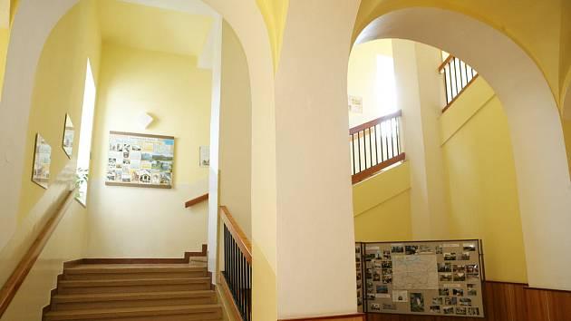 Kriminalistům se podařilo zabránit bombovému útoku studenta na své spolužáky v Novém Bydžově.