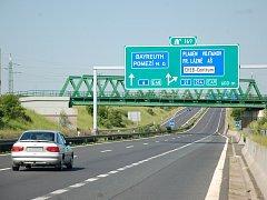 V ÚSEKU rychlostní silnice R6 ve směru na Pomezí už řidiči zaznamenali několik případů jízdy v protisměru.