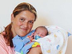 LUKÁŠ SIRKOVSKÝ bude mít v rodném listě datum narození v sobotu 29. srpna v 0.53 hodin. Při narození vážil 3 130 gramů a měřil 49 centimetrů. Z malého Lukáška se raduje doma v Chebu bráška Marek spolu s maminkou Šárkou a tatínkem Zdeňkem.