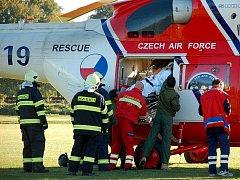 Muž v Aši spadl z dvoumetrové výšky