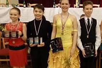 V KRALOVICÍCH ZABODOVALI mladí chebští tanečníci Sára Musilová a Filip Svoboda, Kateřina Janeková a Daniel Raffa (zleva).