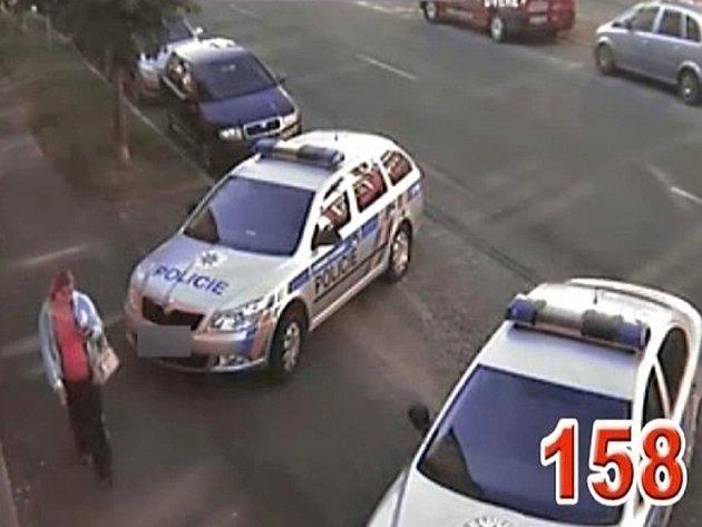 Policie má k dispozici fotografii neznámé těhotné ženy.