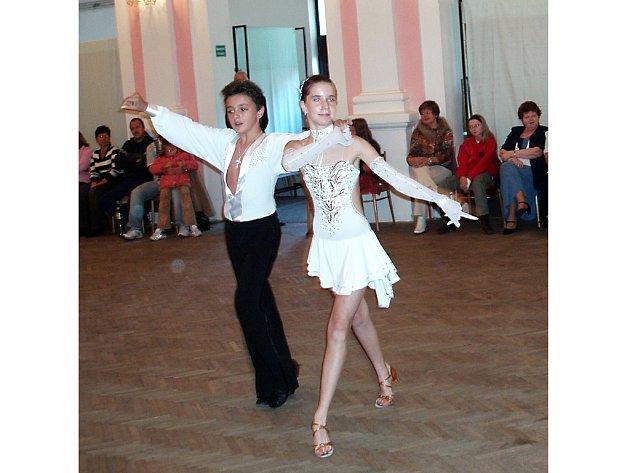 ERIKA VYNÁHLOVSKÁ A NICOLAS TŮMA z Chebu si v Teplé u Mariánských Lázní vytancovali první místo v juniorské kategorii v latinskoamerických tancích.