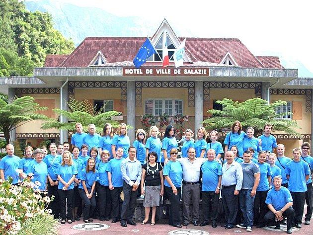 Velký akordeonový orchestr ZUŠ Fryderyka Chopina z Mariánských Lázní navštívil exotický ostrov Réunion.