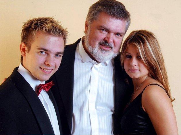 Petr Dvorský (uprostřed)