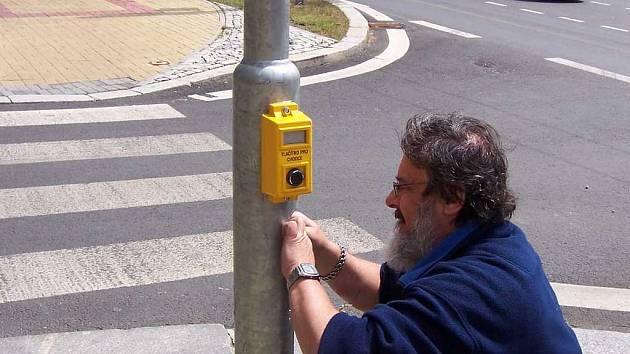 V Mariánských Lázních vandalové několikrát ukopli tlačítko pro chodce na semaforech