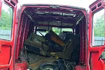 Odpad z dodávky nestačili tři Chebané vyložit
