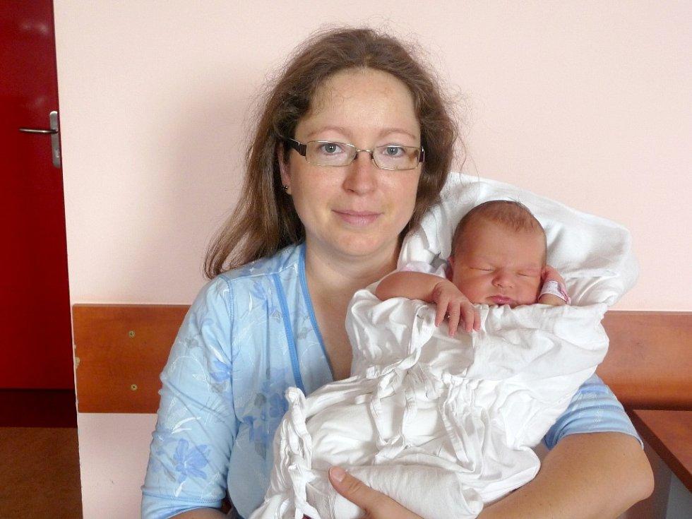 ANEŽKA DUŠÁKOVÁ se narodila 31. července v 1.25 hodin ve Fakultní nemocnici v Plzni. Narodila se s váhou 4 070 gramů a mírou 52 centimetrů. Na světě ji přivítali rodiče Lenka a Václav Dušákovi z Chebu. Doma se na sestřičku těší Vašík.