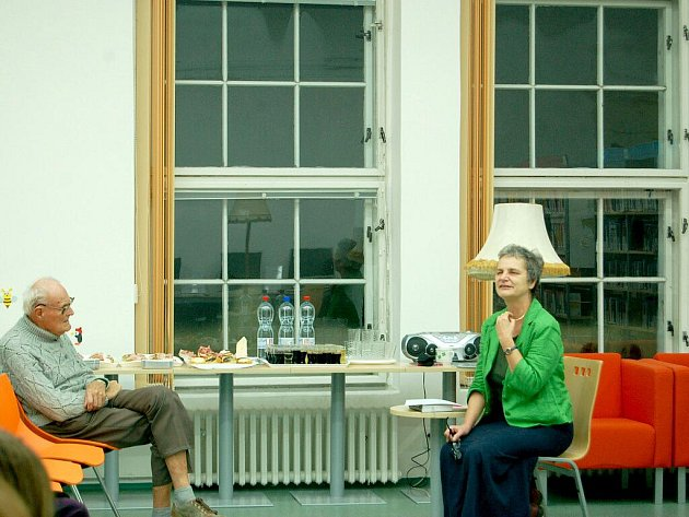 PROGRAMEM Krajina Chebska jako scéna Goethova díla v rámci Noci s historickou osobností v chebské knihovně provázela Alena Zemančíková.