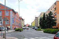 VELKOPLOŠNÁ OPRAVA čeká letos například chebskou Mánesovu ulici, a to v úseku od  Evropské ulice po kruhový objezd na Hviezdoslavově náměstí.