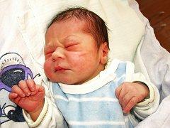 ŠIMON RYŠAVÝ přišel na svět ve čtvrtek 8. ledna v 0.40 hodin. Při narození vážil 3140 gramů a měřil 50 centimetrů. Doma ve Skalné se těší na příjezd maminky Pavlíny a malého Šimonka, sestra Anetka a tatínek Zbyněk.