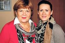 Ředitelka Nadace Naše dítě Zuzana Baudyšová (na snímku vlevo) byla v Chebu společně se svou zástupkyní Markétou Sodomkovou.