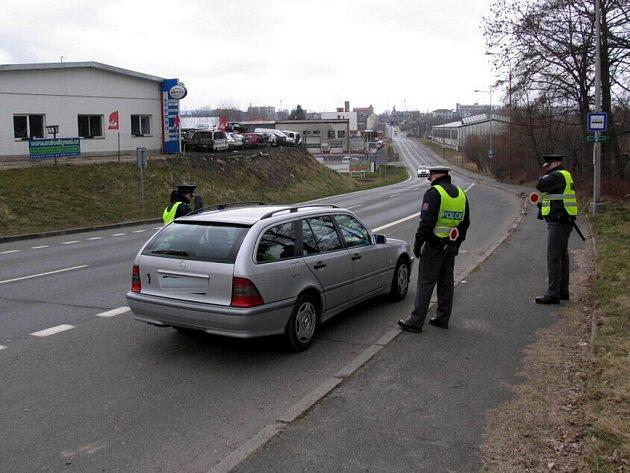 Do dopravně bezpečnostní akce ve čtvrtek 19. března se na Chebsku zapojili také policejní nováčci. Pod dohledem svých zkušených kolegů odhalili 26 přestupků