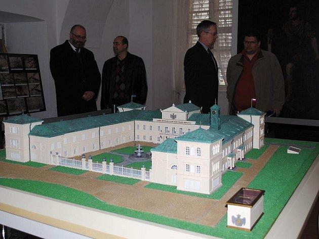 Miniatura Zámku Kynžvart je přesnou kopií zámku podle fotografií z roku 2000