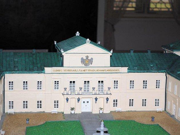 Miniatura Zámku Kynžvart je přesnou kopií zámku podle fotografií zroku 2000