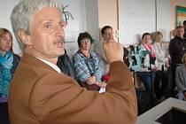 V Aši se uskutečnilo první setkání učitelů a rodičů, kteří spolu diskutovali o důležitosti zachování gymnázia.