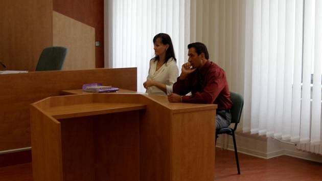 POLICISTA Jaroslav Dohnal stanul několikrát před chebským soudem za napadení nadřízeného přímo na služebně ašské policie.