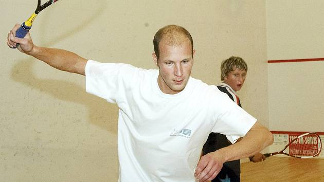 KAREL LUHAN  (vlevo) vybojoval pro svůj tým tři body. Porazil  také nadějného Štěpána Davida (vpravo)   z Chebu.
