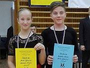 TANEČNÍ PÁR Rostislav Hrbek a Eliška Sýkorová překvapil a ze soutěže v Kladně přivezl třetí a čtvrté místo.