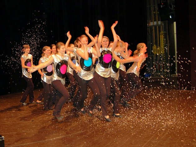 Děvčata z tanečního souboru Jaroslavy Havlíčkové se představila v chebském divadle