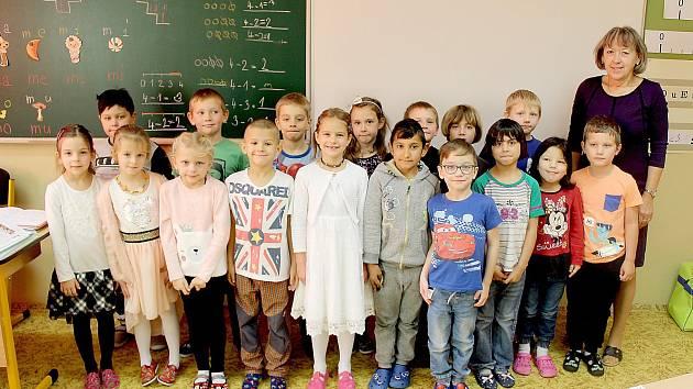 Základní škola v Okružní ulici, třída 1.B, třídní učitelka Hana Dantlingerová.