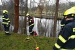 V řece Ohři nedaleko centra Chebu našli během Štědrého dne hasiči a policisté tělo utonulého muže.