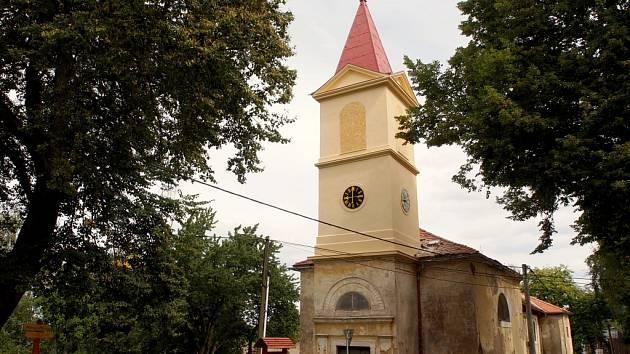SPOLEK Život na Dyleň nechal opravit věž kostela svaté Anny v Paliči.