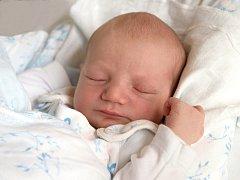 TADEÁŠ ŠÍVR se poprvé rozkřičel v neděli 26. října ve 12 hodin. Při narození vážil 3 000 gramů a měřil 50 centimetrů. Maminka Martina a tatínek Karel se radují z malého Tadeáška doma v Chebu.