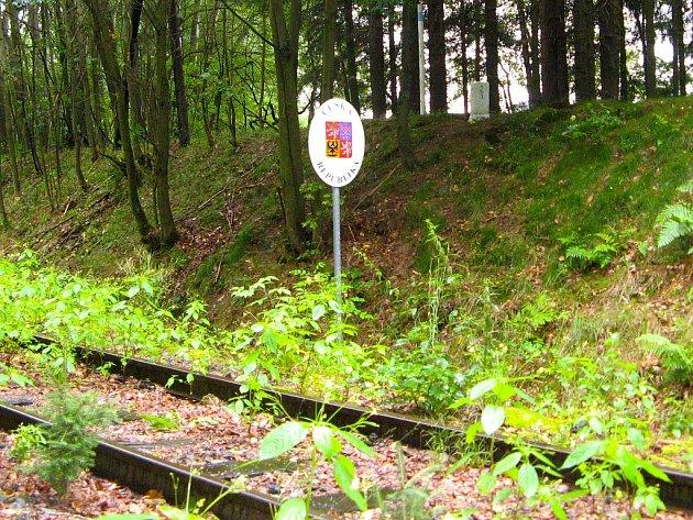 Část kolejí na české straně z Aše do Selbu. Za dva roky by tudy měly svištět první vlaky.